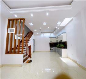 Bán gấp nhà phố Doãn Kế Thiện, 56m2 x 3T, 4PN, ô tô đỗ cửa, giá 4.25 tỷ