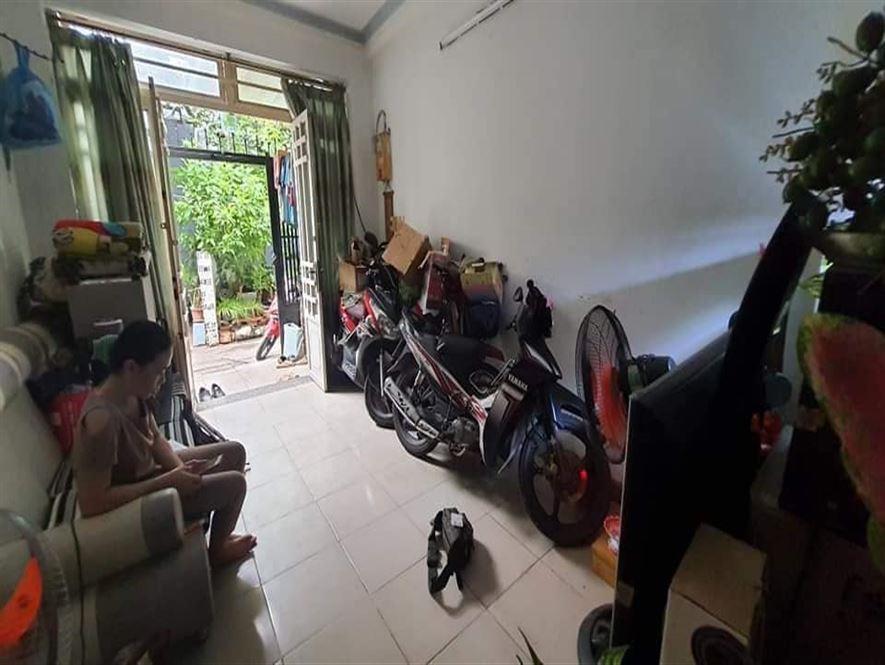 Bán gấp căn nhà 3 tầng 45m2 giá tầm 70 triệu/m2 Hẻm 126 Dương Quảng Hàm