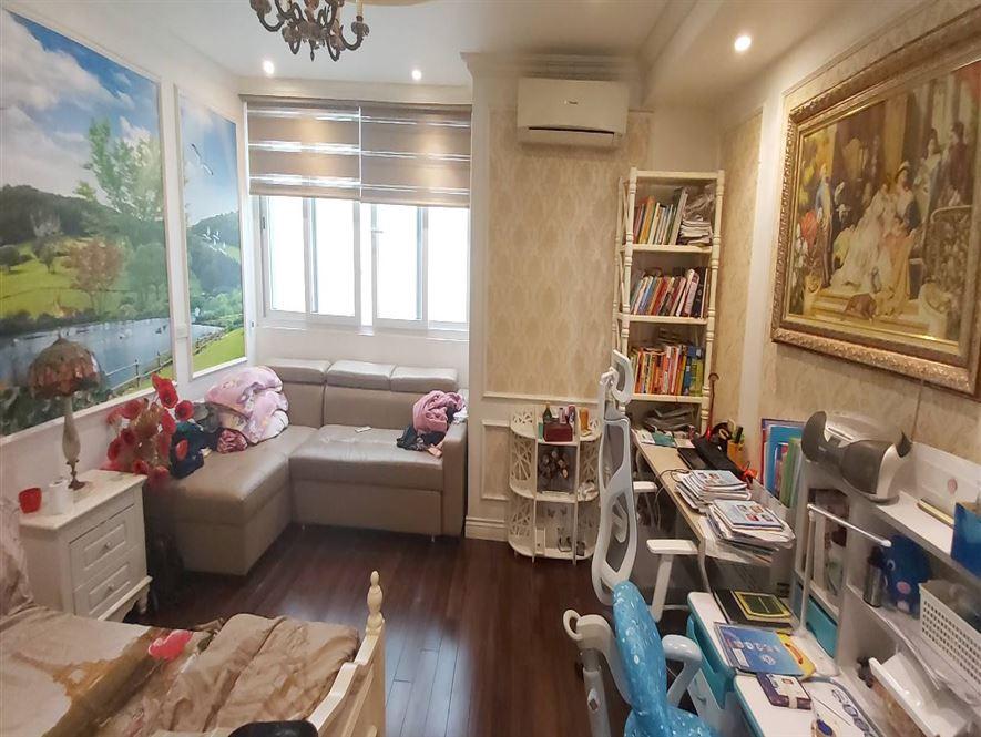 Vay Bank cần bán nhà gấp để trả ngân hàng, phố Hoa Bằng 109m2, 4 tầng.
