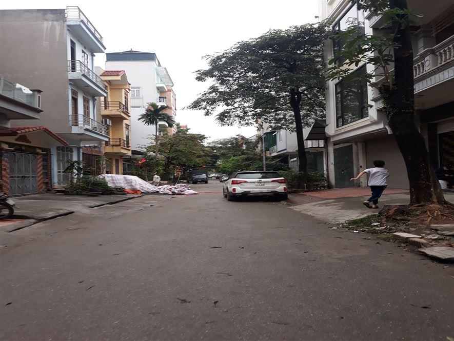 Phân lô ô tô tránh vỉa hè KD X2B, Yên Duyên 80m2 MT 5m
