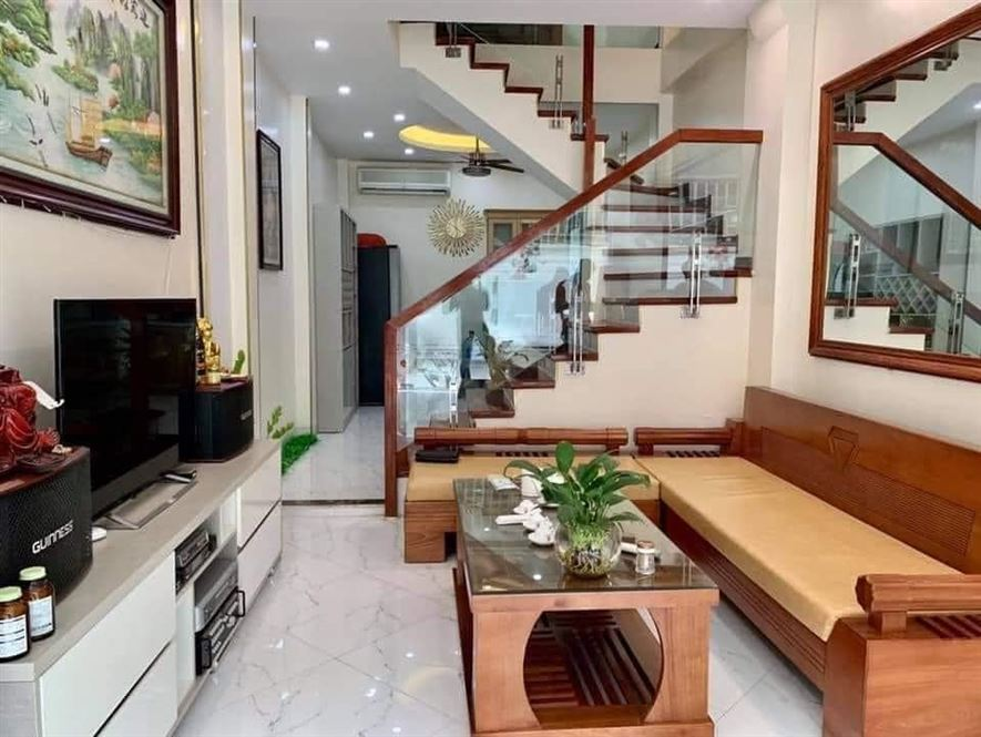 Chính chủ bán nhà Dương Quảng Hàm, Cầu giấy, 5 tầng, DT 50m2, Nhỉnh 6 tỷ